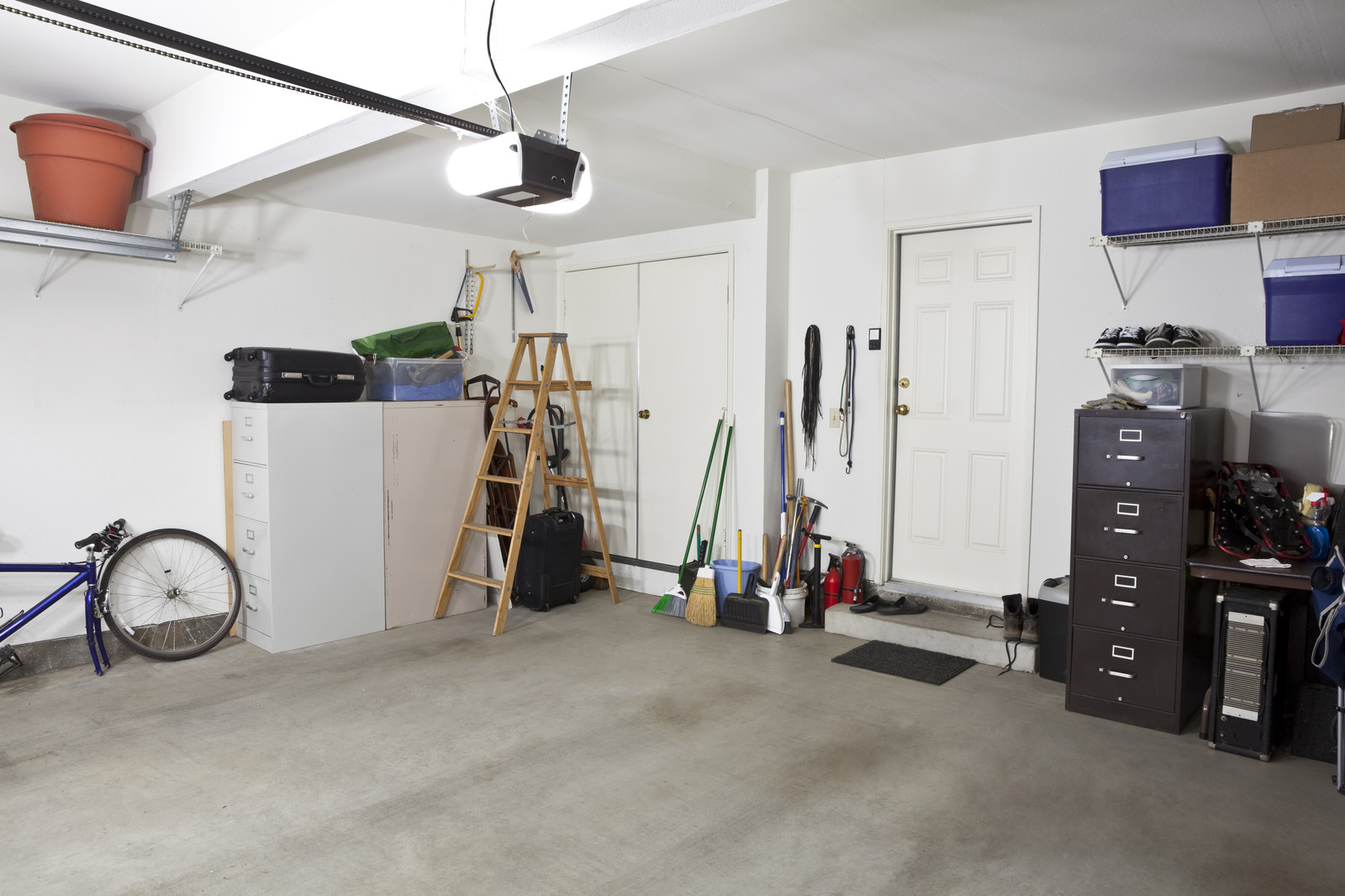 how to get a clean garage to sell your home great day moving of kansas city. Black Bedroom Furniture Sets. Home Design Ideas
