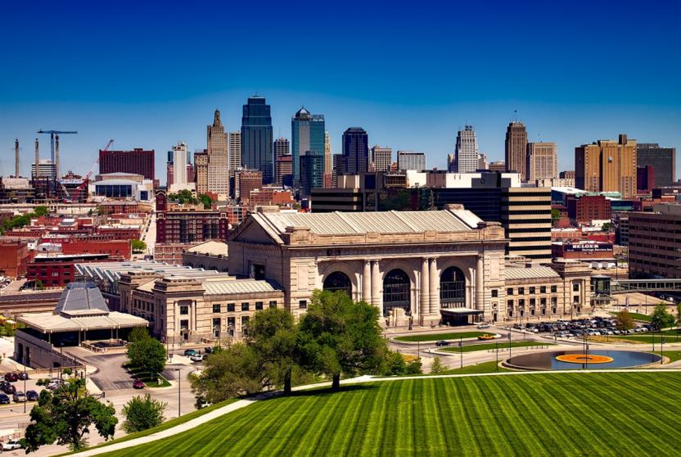 Why People Are Moving to Kansas City image downtown KC